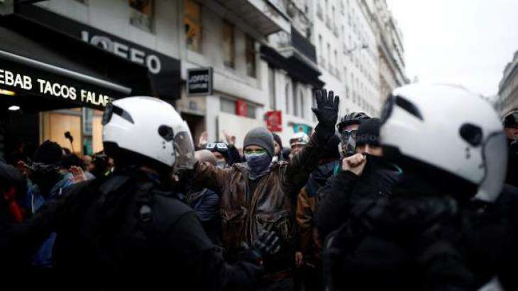 Striking French Energy Workers Cut Power to Paris Suburb