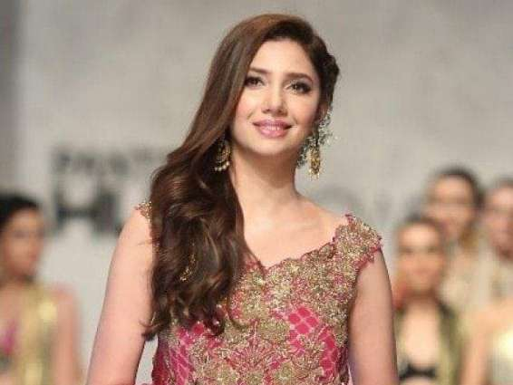 Mahira Khan's picture in horizontal frame makes waves on social media