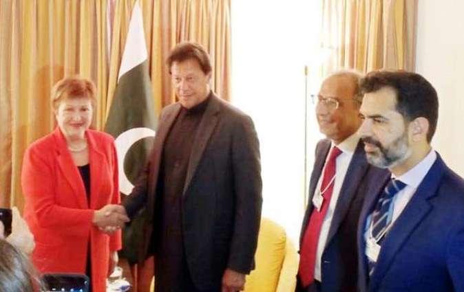 رئیس الوزراء الباکستاني عمران خان تجتمع مع رئیسة صندوق النقد الدولي کریستینا جورجیفا