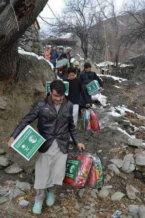 مركز الملك سلمان للإغاثة يوزع 2,000 حقيبة شتوية في إقليم خيبر بختون خوا الباكستاني