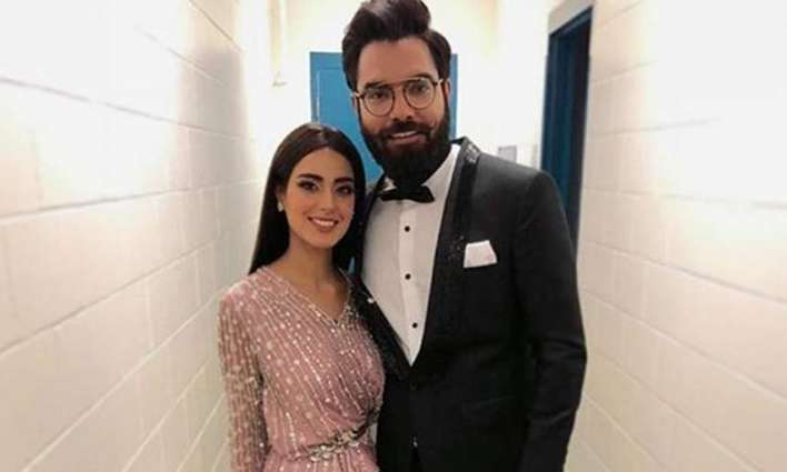 """Iqra Aziz awards """"Best Chef Certificate"""" to Yasir for making delicious Pulao"""