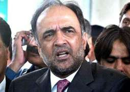 Removing picture of Benazir Bhutto from BISP a moral bankruptcy of government: PPP Punjab president Qamar ul Zaman Kaira