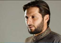 Shahid Afridi visits Benazir Bhutto's grave, offers Fatiha