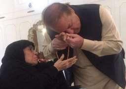 Nawaz HEART SURGERY: Nawaz Sharif mother leaves for London