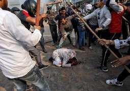 مصرع 5 أشخاص و اصابة 91 آخرین اثر اشتباکات بین الشرطة الھندیة و المتظاھرین في عاصمة نیودلھي