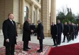 الرئیس الترکي رجب طیب أردوغان یصل أذربیجان في زیارة لہ الرسمیة