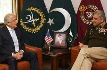 رئیس أرکان الجیش الباکستاني و المندوب الأمریکي لأفغانستان زلمایي خلیل زاد یبحثان عملیة السلام الأفغانیة