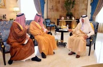 سمو الأمير خالد الفيصل ونائبه يستقبلان السلطان