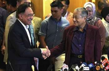 Malaysian Prime Minister Resigns, Breaks Up Ruling Coalition in Political Maneuver