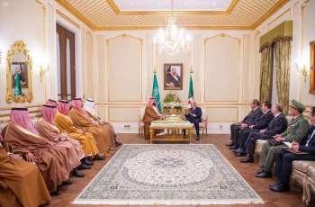 سمو ولي العهد يجتمع مع رئيس الجمهورية الجزائرية