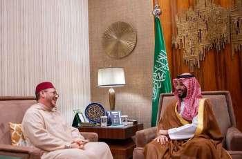 سمو ولي العهد يلتقي مستشار ملك المغرب