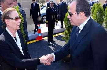 عبدالفتاح السیسي یعزي سوزان مبارک في وفاة زوجہ
