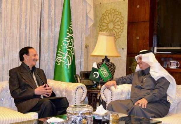 رئیس أحزب المعارضة في مجلس الشیوخ الباکستاني راجا ظفر الحق یجتمع مع السفیر السعودي لدي اسلام آباد