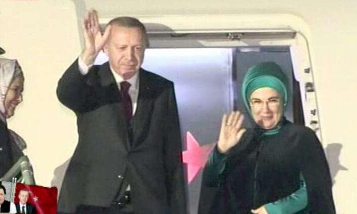 الرئیس الترکي رجب طیب أردوغان یغادر اسلام آباد بعد زیارتہ لباکستان