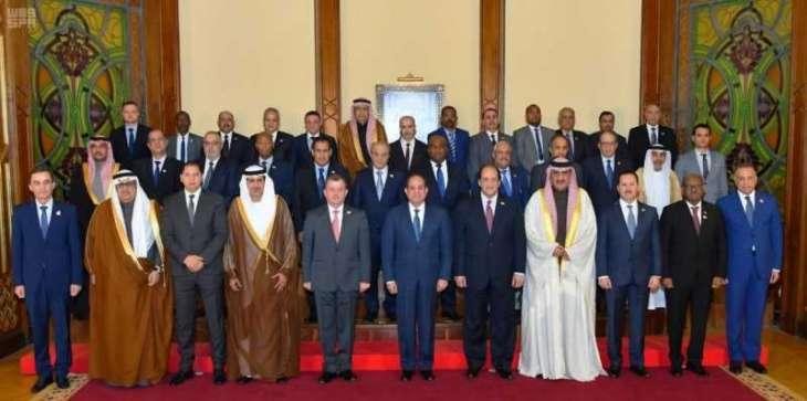 الرئيس المصري يستقبل المشاركين في المنتدى العربي الاستخباري