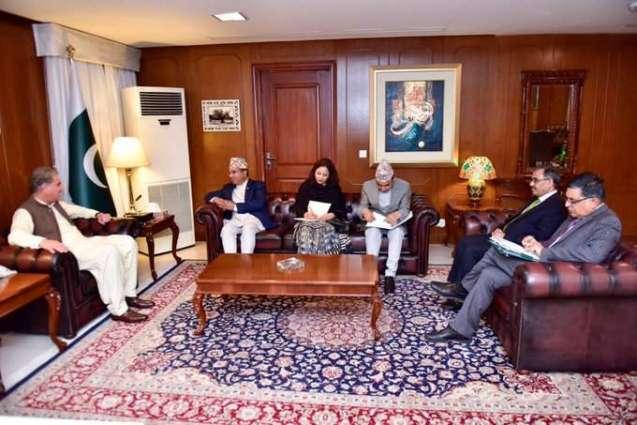 وزیر الخارجیة الباکستاني شاہ محمود قریشي یستقبل وکیل وزارة خارجیة نیبال