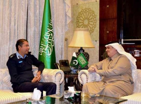 مدیر شرطة اسلام آباد الدکتور نوید یجتمع مع سفیر المملکة العربیة السعودیة لدي باکستان