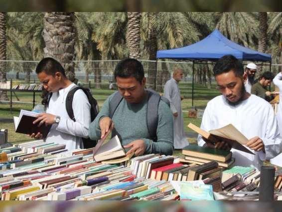 مهرجان الكتاب المستعمل في الشارقة يشهد إقبالا كبيرا