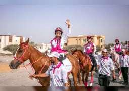 مسيرة فرسان القافلة الوردية تواصل طوافها بمختلف مناطق الدولة