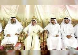 """حاكم عجمان يقدم واجب العزاء في وفاة """"رفيعة بنت علي جمعه المهيري"""""""