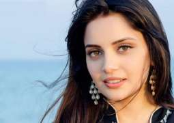 Armeena Khan turns 34, celebrates birthday in isolation