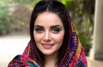 Armeena Khan asks people to quit smoking amid fears of Coronavirus