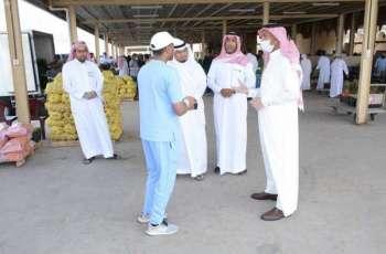 مدير مكتب وزارة البيئة بالأحساء يتفقد سوق الخضار المركزي