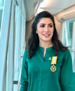 Mehwish Hayat beams after recording interview to BBC show of Angelina Jolie
