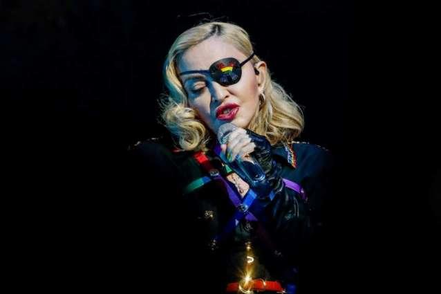 Injury forces Madonna to cancel Paris concert