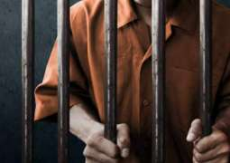 القبض علي شاب آسیوي یتعاطی مخدر الھیروین و یتحدي الجھات الأمنیة في دبي
