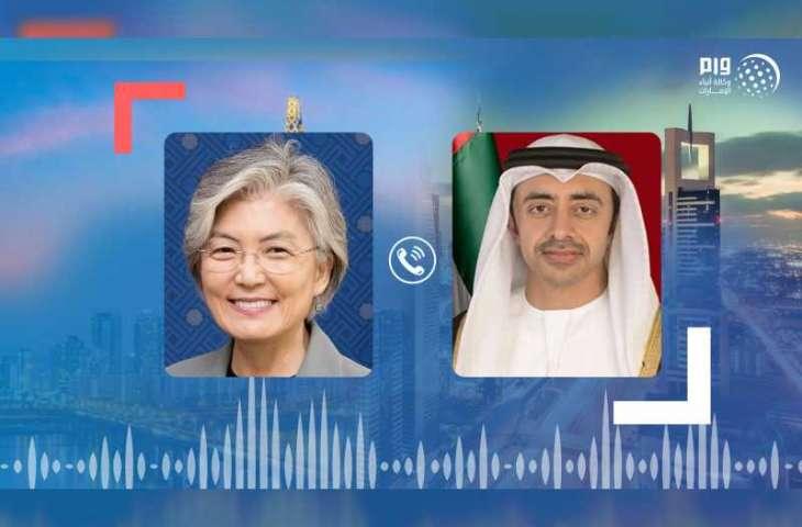 """عبدالله بن زايد يبحث هاتفيا مع وزيرة خارجية كوريا العلاقات الثنائية وجهود مواجهة """"كورونا"""""""