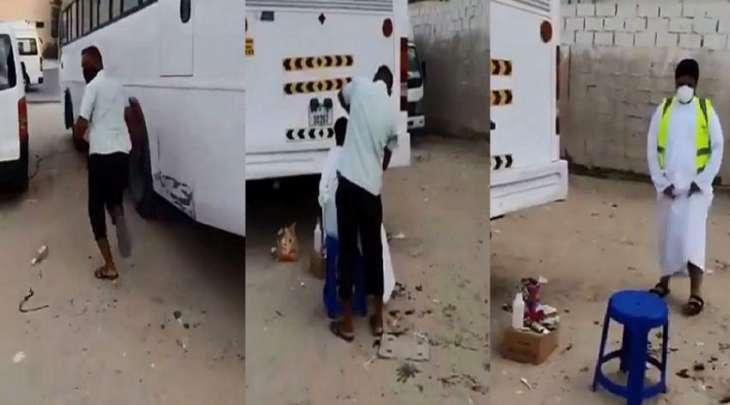 شاھد فیدیو : حلاق في دبي مخالف لاجراء ات الوقایة من فیروس کورونا یھرب بعد ظھور شخص مفاجئا
