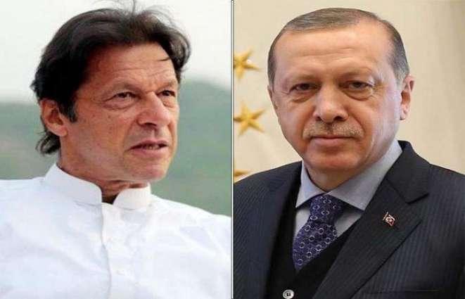 رئیس وزراء باکستان عمران خان یبحث مع الرئیس الترکي مواجھة فیروس کورونا