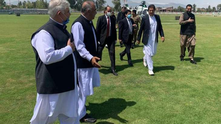 PM visits Hyderabad Medical Complex in Peshawar