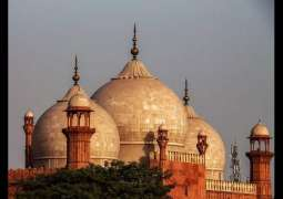People follow rules while offering Friday prayer at Badshahi mosque