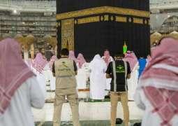 أداء صلاة العشاء والتراويح وختم القران في المسجد الحرام