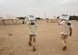 مركز الملك سلمان للإغاثة يوزع 3,125 كرتون تمور للنازحين في منطقتي العبر والرويك بمحافظة الجوف