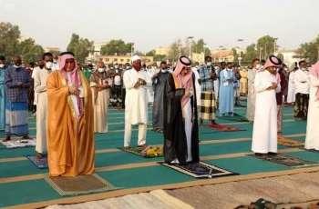 سفير خادم الحرمين الشريفين لدى جيبوتي يؤدي صلاة عيد الفطر المبارك