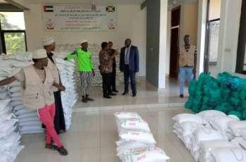 """""""خيرية آل مكتوم"""" توزع 20 طن أغذية على الفقراء في بوروندى"""