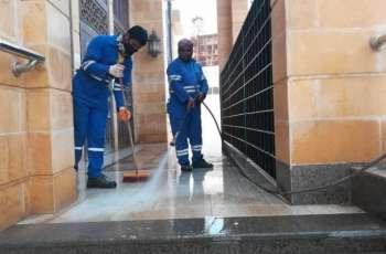 أمانة الجوف تعمل على تنظيف وتعقيم مداخل وساحات مساجد وجوامع المنطقة