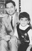 Pop Singer Nazia Hassan's father dies
