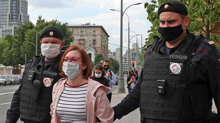 Echo of Moscow Journalist, MediaZona Chief Editor Detained for Picketing Near Police HQ