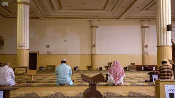 90 ألف مسجد وجامع بالمملكة تفتح أبوابها وسط وعي من مرتاديها لتطبيق الإجراءات الاحترازية