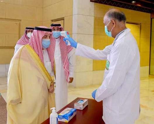 سمو أمير الرياض يطلع على الإجراءات الاحترازية بالإمارة ويستقبل منسوبي الإمارة