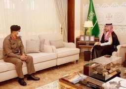 سمو نائب أمير الشرقية يلتقى مدير شرطة المنطقة