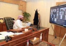مدير الشؤون الإسلامية بالقصيم يجتمع مع مديري الإدارات عبر الاتصال المرئي