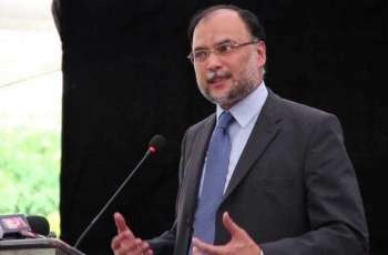 Ahsan Iqbal accuses PM Khan of breaking down confidence in national economy
