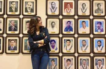Mehwish Hayat feels pride to see pictures of cricket heroes