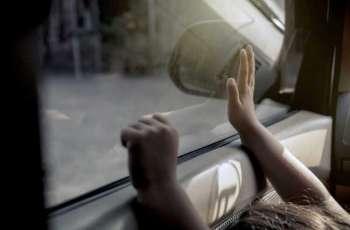 شرطة أبوظبي: ترك الأطفال بالمركبات أثناء التسوق وتعريضهم للخطر جريمة