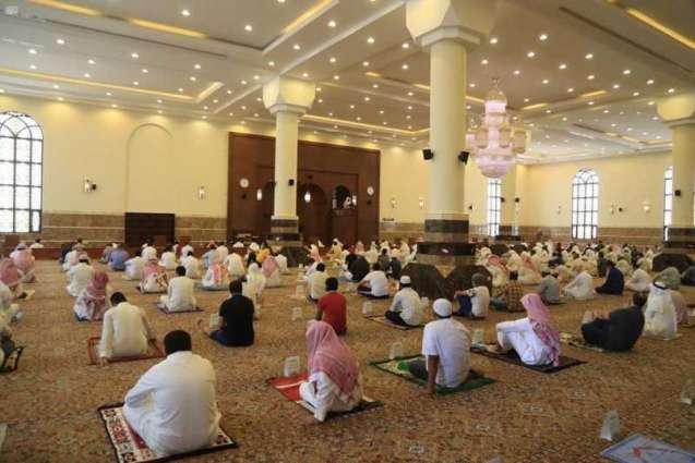 قرابة 4000 مسجد ساندت جوامع المملكة وخففت الزحام وسط انتظام والتزام بالإجراءات الاحترازية